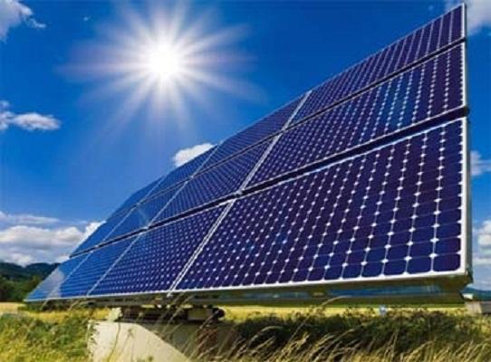 Hệ thống điện mặt trời được đặt trên tầng mái của nhà máy Intel, khu Công nghệ cao TPHCM.