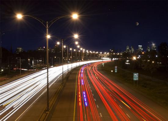 Thi công hệ thống điện - Dùng đèn LED chiếu sáng nơi công cộng tiết kiệm hàng tỷ đồng