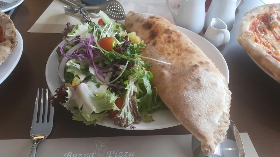 Khai trương Buzza Pizza