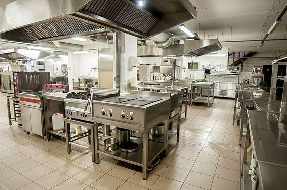 Hút mùi cho bếp là điều chắc chắn bạn phải quan tâm khi thiết kế một ngôi nhà